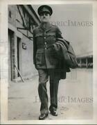 1939 Press Photo British Army Officers Uniform Worn At A. London Factory