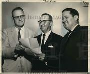 1962 Press Photo Philip Webb Confers With Mississippi Valley Trade Officers