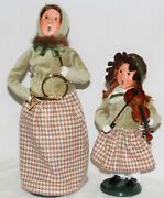 Byers Choice Musical Family Woman And Girl 2021 Carolers - New - Free Shipping