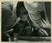 1969 Press Photo Pro Golfer Miller Barber Gets Drink Of Water Before His Round.
