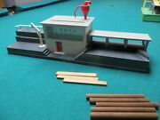 Lionel 464 Sawmill - Gray Plastic Complete Item - Good Condition