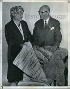 1962 Press Photo Dudley J. Peabody Famous Weaving Holding Rug - Ora70116