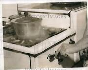 1942 Press Photo Cooking Dinner On A Gas Stove - Nec64155