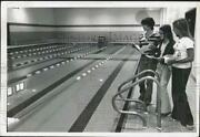 1976 Press Photo Cara Largay And Girls, Doyle Middle School Pool, Troy, New York