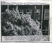 1954 Press Photo Arrow Indicates Newly Installed Air Conditioner In Window