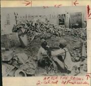 1965 Press Photo Man Shaves Another Amid Ruins After Bombing, Kasur, Pakistan
