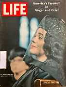 Life Magazine April 19, 1968 Mlk -mrs. Martin Luther King At The Funeral Service