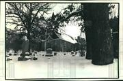 1988 Press Photo Hartland, Wisconsin, Cemetery And Lake Country Church