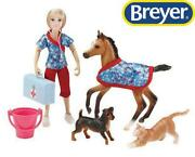 New Breyer Day At The Vet 8pc Set Freedom 112 Scale - 62028
