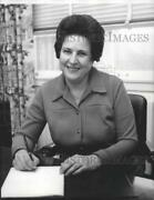 1975 Press Photo Secretary Mary Milla Works On Her Office Table - Spa99475