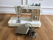 Singer Golden Touch And Sew Sewing Machine Deluxe Zig Zag Model 750 W/case