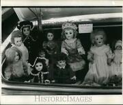 1975 Press Photo Antique Doll Shop Operates From Car Trunk. - Hpa04709