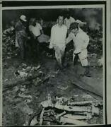 1968 Press Photo Rescue Workers Carry Body From Airliner Wreckage