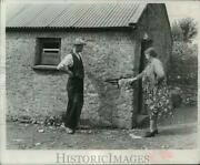 1960 Press Photo Mrs. Mary Ryan Shows A Hole In The Wall Of Old Farmhouse