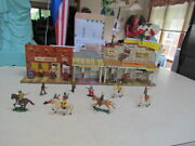 Vintage 1950's Marx Tin Lithograph Western Town W/robbers And Jailer Figures