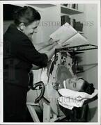 1960 Press Photo Anne Platts Shows Book To Patient In Iron Lung Texas