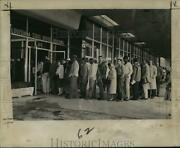 1964 Press Photo Line Of Drivers Wait For New Louisiana License Plates