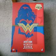 Limited Edition Wonder Woman Comic Color Hot Toys Figure