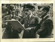 1940 Press Photo Air Marshal Charles Portal Of The R.a.f. With His Staff.