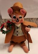 Annalee Doll 2011 Christmas 7.25 Mouse In Coat And Top Hat With Wreath And Cane