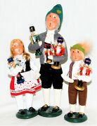 Byers Choice Nutcracker Vendor With Boy And Girl Carolers - New - Free Shipping