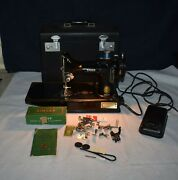 Terrific Rare Singer 221-1 Featherweight Sewing Machine - W/accessories And Case