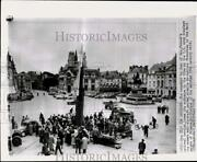 1956 Press Photo Joan Of Arc Statue And An Anti-aircraft Missile Display In France