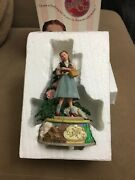 """Wizard Of Oz Music Box - We""""re Off To See The Wizard"""