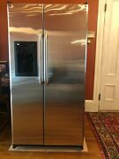 Ge Stainless Steel Refrigerator W/ Ice Maker Water Dispenser Fully Functioning
