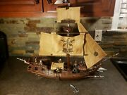 Mega Pirates Of The Caribbean Queen Anne's Black Pearl W/ Lego Action Figures