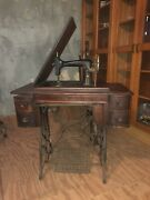 """Vintage New Ideal """"d"""" Antique Sewing Machine By The New Home Sewing Machine Co."""