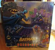 The Dark Knight Vs The Joker Batman Chess Set By Noble Collection - New