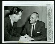 New Cincinnati Reds Manager Mayo Smith And Gus Bell 1959 Press Photo