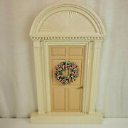 Byers Choice Carolers Tan Off White Door With Christmas Wreath 1992 Pastel
