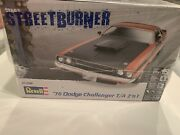 Revell 85-2596 '70 Dodge Challenger T/a 2'n1 1/25 Scale Factory Sealed