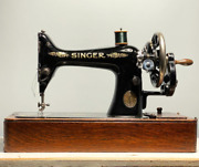 1915 Singer Antique Hand-cranked Sewing Machine Wooden Case With Key