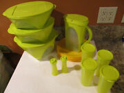 Tupperware Family Picnic Set Insulated Tote 3 Bowls Pitcher 4 Cup/plates Shakers
