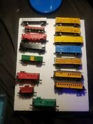 N Scale Lot Of 15 Cattle Cars , Gondolas , Old Timers Cars And Cabooses Look