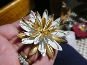 Vintage Sarah Coventry Gold Tone And White Large 3d Daisy Flower Brooch.