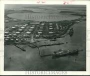 1979 Press Photo Aerial View Of Oil Refineries