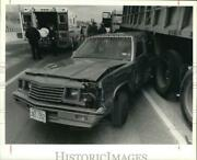 1991 Press Photo Car At Tractor Trailer Accident On Route 81 Bear Street Bridge