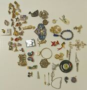 Lot Of Mixed Costume Jewelry Brooches And Pins. In Good Condition