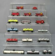 N Scale Assorted Tank Car And Caboose Lot [17]