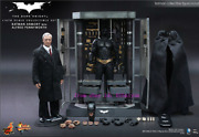 Hot Toys – Mms235 – The Dark Knight 1/6th Batman Armory And Alfred Pennyworth