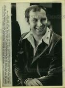 1975 Press Photo Former 49'ers End Ted Kwalick Signs With Philadelphia Of Wfl.