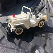 Vintage Early 1960s Tonka White Jeep W/ Plow Wrecker Tow Truck Pressed Steel