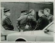 1992 Press Photo Police Chief Richard Taylor And Officers Talk After Shooting Nj