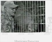 1992 Press Photo Flag Acres Zoo Owner Butch Von Haggin With African Lion