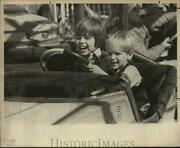 1978 Press Photo James And Steven Reese Riding Kiddie Cars At Stock Show, Texas
