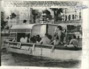 1962 Press Photo Mrs. Jacqueline Kennedy On A Boat Ride During Her Trip To India